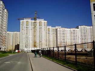 В последнее время все чаще и чаще в различных интернет изданиях и на форумах, посвященных московской недвижимости, появляются заявления отдельных аналитиков и представителей агентств недвижимости о давно назревшем и неизбежном обвале цен на вторичном рынке московских квартир.
